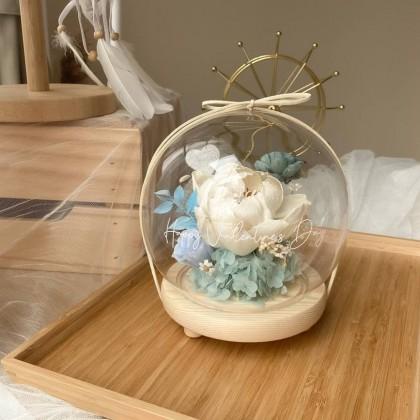Nathalie Preserved Flower Glass Globe